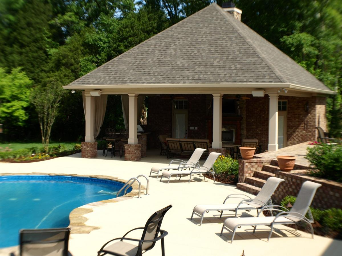 Swimming pools backyard resorts backyard living nashville for Outdoor pool house designs